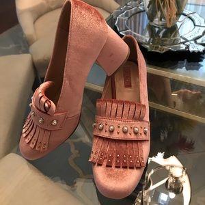 Forever 21 Brand NWT Velvet Pearl Shoes Size 7